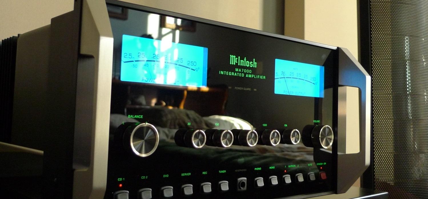 McIntosh-integrated-amp-1.jpg